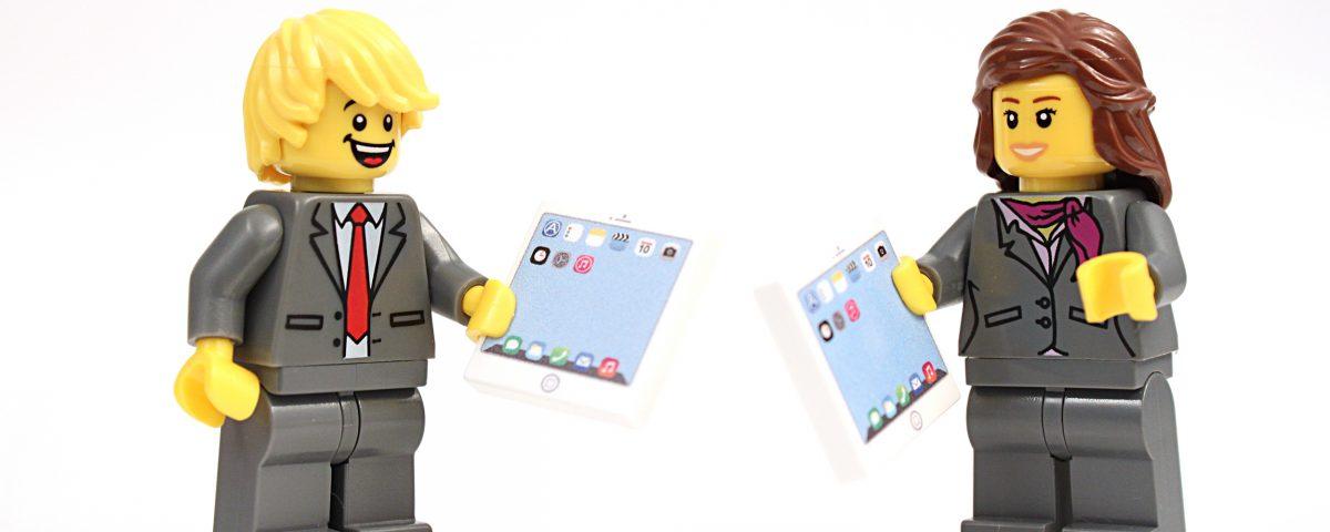 Lego Figurines discussing